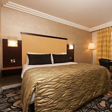 The York Complete Bedroom Furniture Set